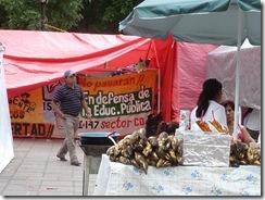 oaxaca 2010 06 19 vendors and teachers -ncopy