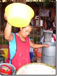 oaxaca 2010 06 24J zaachila vendedora de tejate